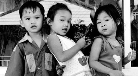 Азиатские дети. Фото: Ronn ashore/flickr.com