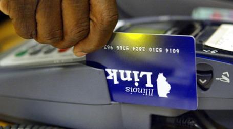Оплата товаров продуктовой карточкой. Фото: AFP
