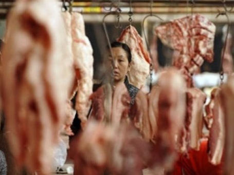 Цена на свинину в Китае снизилась на 32% с мая 2008 года. Фото: AFP