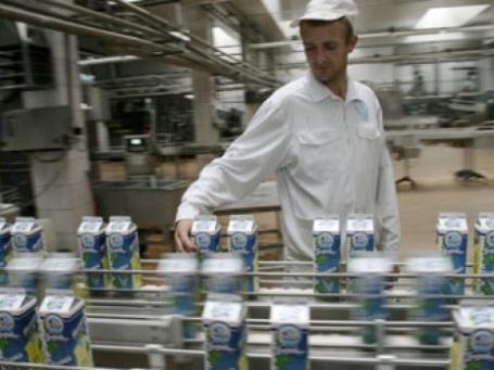 Участок разлива молока на белорусском молочном заводе. Фото: РИА НОВОСТИ