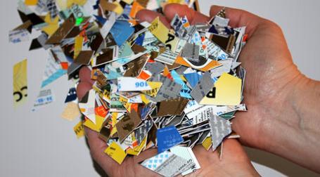 Американцы уничтожают долги вместе с кредитками. Фото: fotero/flickr.com