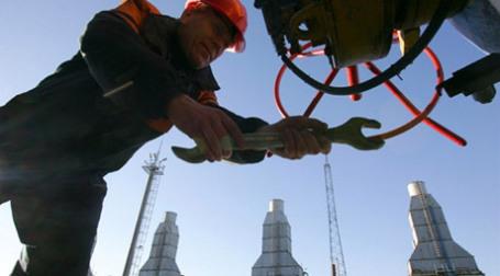 Сотрудник «Газпрома» на газодобывающем участке. Фото: AFP