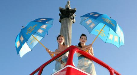 Празднование 50-летия программы NS&I на Трафальгарской площади. Фото: nsandi.com