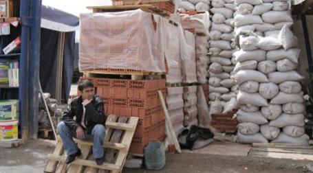 Продажа строительных материалов на рынке. Фото: РИА Новости