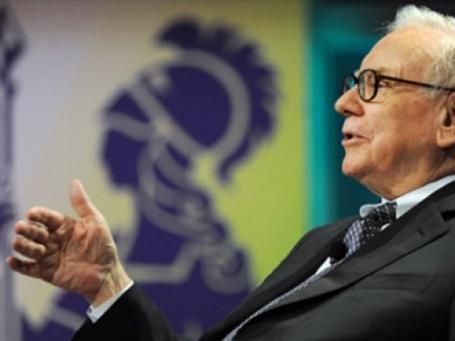 Уоррен Баффет рекомендует участникам рынка думать самим. Фото: AFP