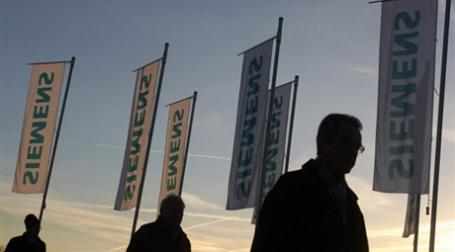 Флаги Сименс. Фото: AFP