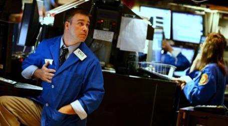 Управляющие Goldman Sachs снова продают акции. Фото: AFP