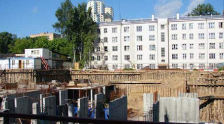 Котлован на Лечебной улице продается по цене 135 тыс. рублей за кв. метр. Фото: morton.ru