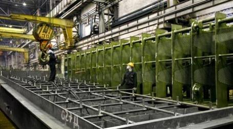 Работники в цеху. Фото: alvagroup.ru