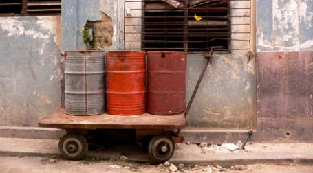 Бочки с нефтью на Кубе. Фото: max/flickr.com
