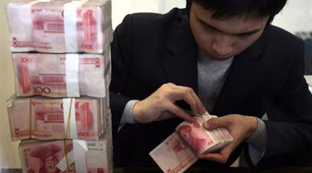 Подсчет незаконно полученной прибыли. Фото: AFP