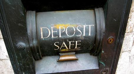 Ставки по депозитам уже второй месяц регулируются государством. Фото: jim-manka-taylor/flickr.com