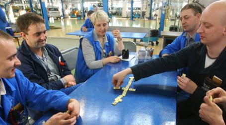 Рабочим «АвтоВАЗа» срочно нужен дополнительный заработок. Фото: РИА Новости