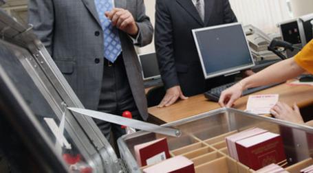 Бизнес готов платить за ускорение госуслуг. Фото: РИА Новости