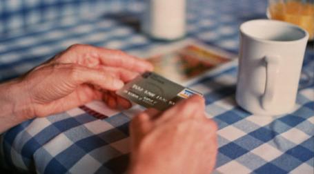 Информацию о повышении процентных ставок по кредитным картам выслали далеко не все банки. Фото: fortinbras/flickr.com