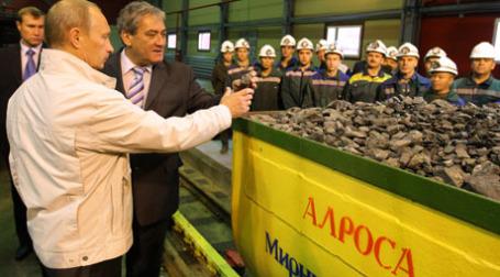 Владимир Путин посмотрел на алмазы. Фото: РИА Новости