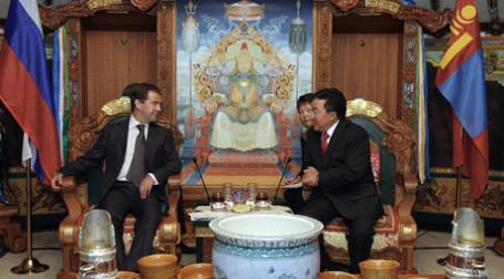 Дмитрий Медведев и Цахиагийн Элбэгдорж на переговорах в Улан-Баторе. Фото: РИА Новости