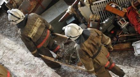 Пожарные расчеты МЧС России на месте возгорания на Саяно-Шушенской ГЭС. Фото: ИТАР-ТАСС