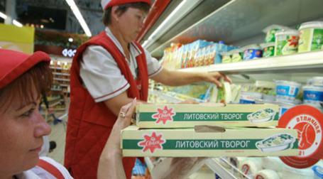 Молочные продукты литовских предприятий на прилавках супермаркета. Фото: РИА Новости