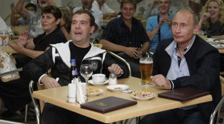 Медведев приказал ограничить пивную бутылку до 330 мл. Фото: РИА Новости