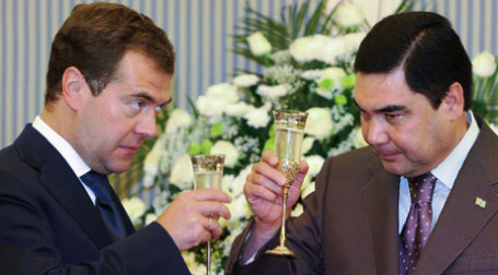 Дмитрий Медведев и Гурбангулы Бердымухамедов. Фото: РИА Новости