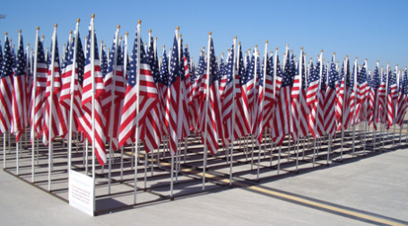 Американские флаги. Фото: airgap/flickr.com