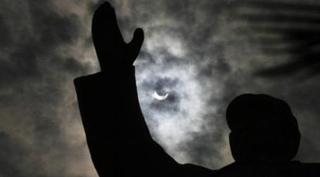 Запуск солнечной электростанции Китай отметит с размахом. Фото: AFP