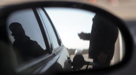 Заправка автомобиля. Фото: Александр Беленький/BFM.ru