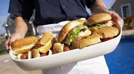 Рецессия и законы фаст-фудам не страшны - люди не обращают внимание на калорийность. Фото: ehow.com