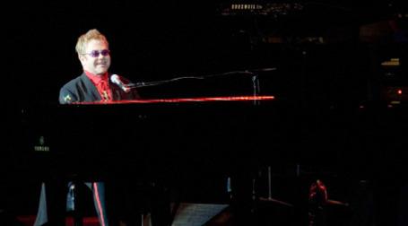Концерт Элтона Джона в один из прошлых приездов в Москву. Фото: РИА Новости