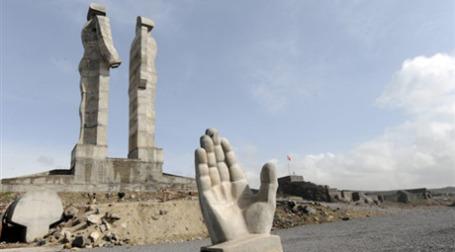 Недостроенный памятник