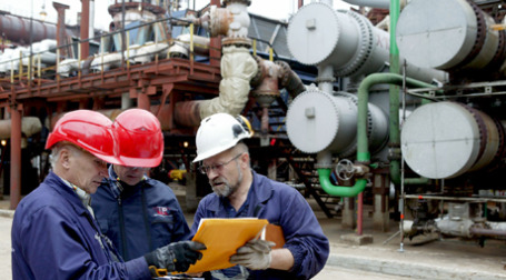 Нефтяные котировки превысили 75 долларов за баррель, это годовой рекорд. Фото: ИТАР-ТАСС
