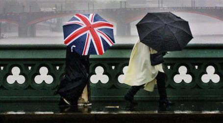 Погода и работа серьезно подрывают качество жизни в Великобритании. Фото: AFP