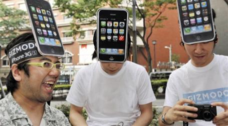 На рынке продолжают появляться клоны iPHone. Фото: AFP