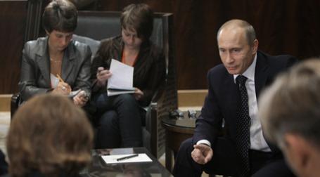 Владимир Путин (справа) по завершении официального визита в Китай ответил на вопросы журналистов. Фото: РИА Новости