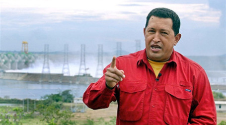 Уго Чавес умудряется быть хозяином положения даже в чужой стране Боливии. Фото: AFP