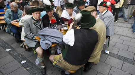 Немцы снова стать пить больше пива. Фото: sergeydolya.livejournal.com