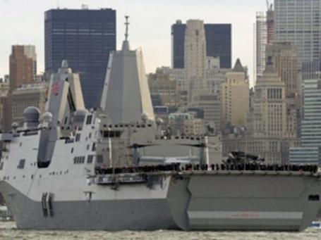 Корабль USS New York в гавани Нью-Йорка. Фото: AFP