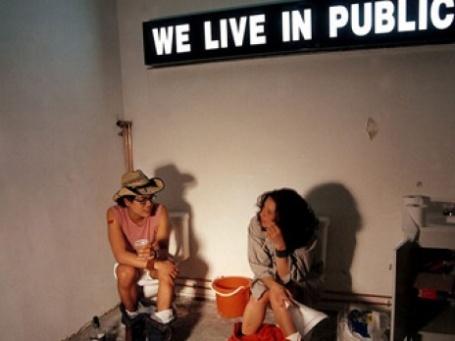 Кадр из фильма Джоша Харриса «Тихо: Мы живем у всех на виду»