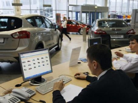 Продажи автомобилей продолжают падение. Фото: РИА Новости
