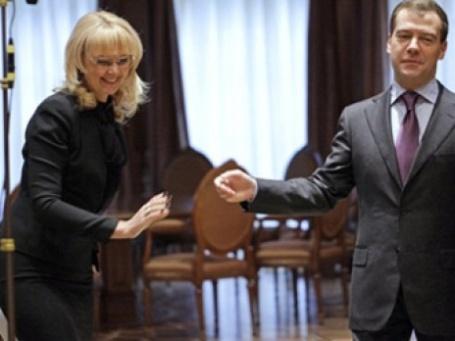 Татьяна Голикова и Дмитрий Медведев должны быть последними в очереди на прививку от A/H1N1. Фото: AFP