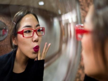 Женщины никогда не перестанут пользоваться косметикой. Фото: Christopher Grote/flickr.com