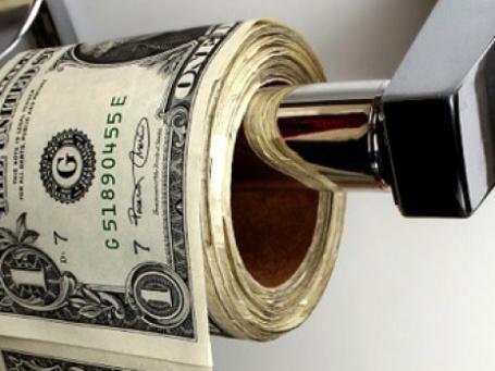 По мнению экспертов, в ближайшую неделю доллар потеряет еще 15 копеек. Фото: labit/flickr.com