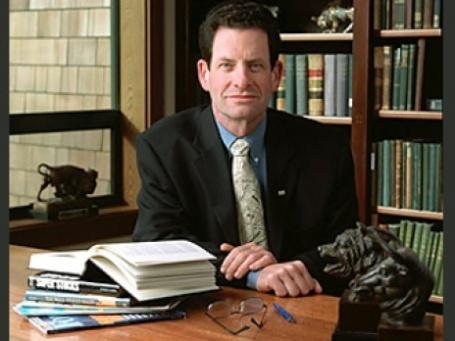 Миллиардер Кеннет Фишер прогнозирует скорый выход из кризиса. Фото: alumni.humboldt.edu