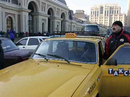 Возить пассажиров с Ярославского вокзала на Ленинградский теперь будут машины «РЖД-такси». Фото: РИА Новости
