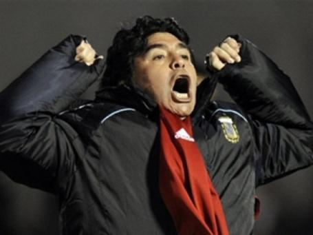 Марадона оштрафован и отстранен от матчей за ругань на пресс-конференции. Фото: AFP