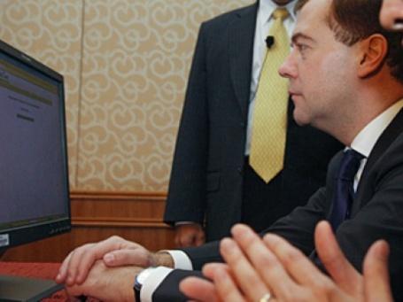 Так Дмитрий Медведев знакомился с опытом внедрения электронного правительства в Сингапуре. Фото: РИА Новости