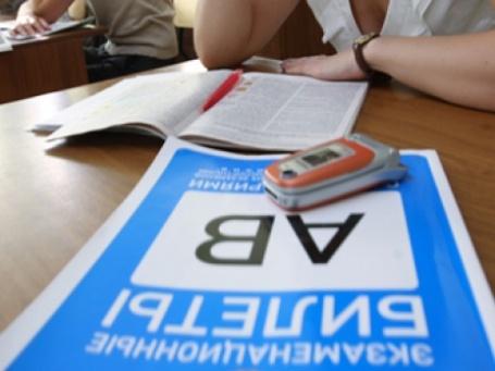 Сдавать на права без «человеческого фактора» пока не разрешено. Фото: РИА Новости