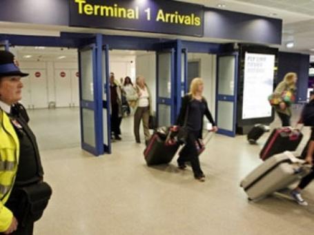 Всем въезжающим в Великобританию иностранцам на границе проверят отпечатки пальцев. Фото: AFP