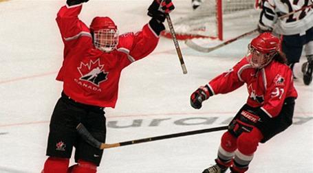 С ростом курса канадского доллара заметно меняется финансовый баланс между США и Канадой — в Национальной хоккейной лиге (НХЛ). Фото: AFP